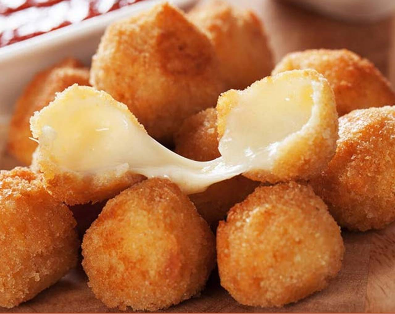 bolitas de patata rellenas con queso